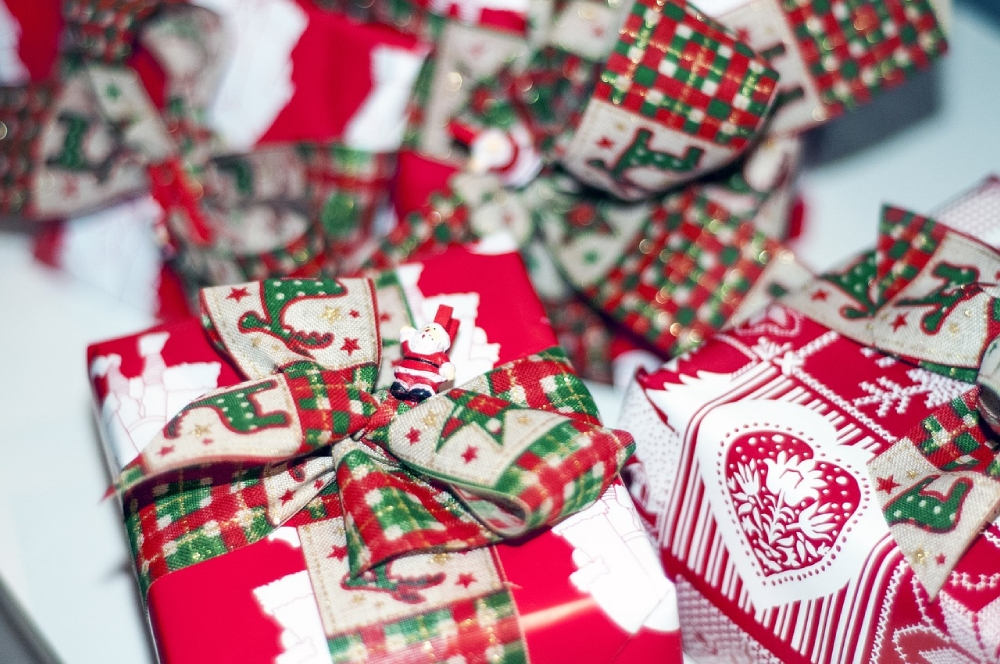 Christmas Wrapping DIY: save money and ooze style by making your own wrapping