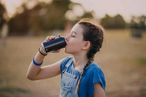 Should children drink fizzy drinks?